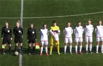 Женская команда «Минска» провела акцию солидарности прямо на поле