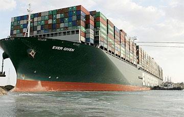 В Египте озвучили причину посадки на мель судна в Суэцком канале