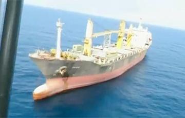 СМИ: Иранское судно атаковали в Красном море