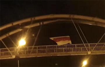 Минчанин вышел на пикет с бело-красно-белым флагом в районе максимальной концентрации водителей
