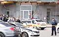 В Тбилиси вооруженный мужчина захватил заложников в отделении банка