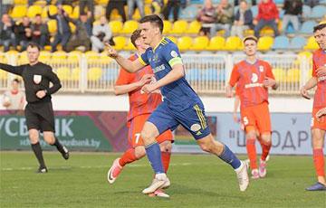 На матче чемпионата Беларуси по футболу после забитых голов играет песня «Жыве Беларусь»