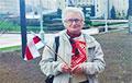 Нина Багинская пришла к Красному костелу с бело-красно-белым флагом