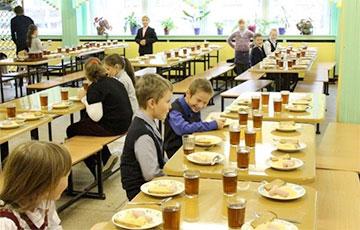 В соцсетях обсуждают фото неаппетитного школьного обеда белорусского школьника