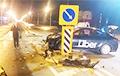 В Минске водитель такси заснул за рулем, снес светофор и дорожные знаки