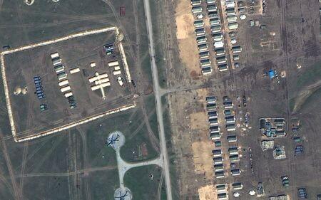 СМИ показали новые спутниковые кадры , подтверждающие наращиваниеРФ войск вКрыму