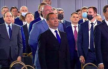 Шоколадный заяц на службе России