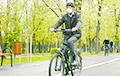 Президент Румынии приехал на работу на велосипеде