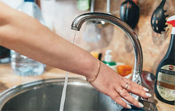 Стало известно, кому отключат горячую воду в августе в Минске