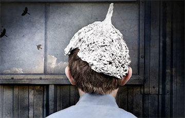 «Теперь же уже должны быть невидимые лучи и шапочка из фольги»