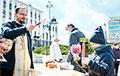 Как у минских православных храмов освящают пасхальную еду: фоторепортаж