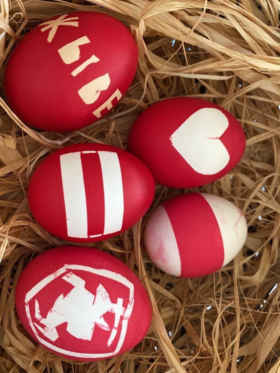 Белорусы готовы праздновать Пасху с бело-красно-белой символикой4