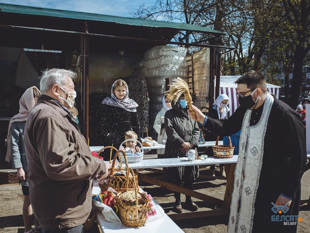 Как в православных храмах верующие отметили Великую субботу: фоторепортаж4