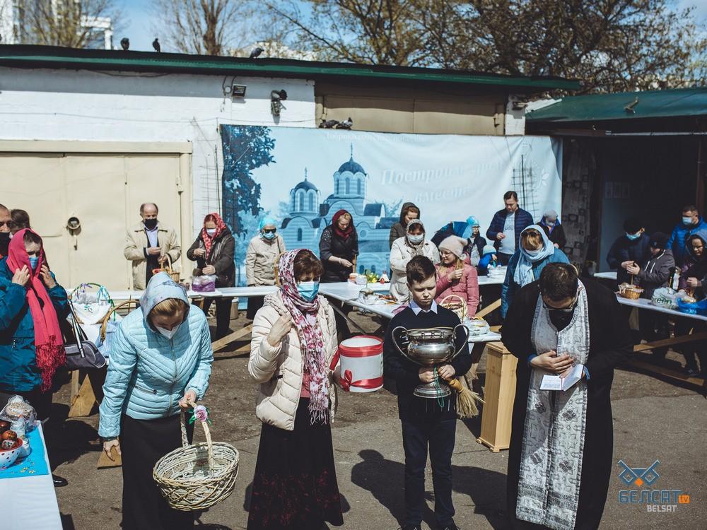 Как в православных храмах верующие отметили Великую субботу: фоторепортаж7