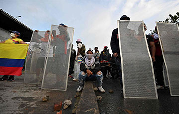 Лиза Симпсон, Джокер и Bella Ciao: в Колумбии бушуют протесты из-за налоговой реформы
