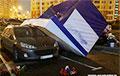 Киоск упал на припаркованный автомобиль: в Минске сильный ветер
