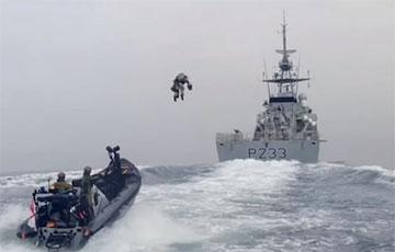 Британские морпехи отработали захват судна на реактивном ранце
