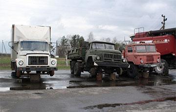 В каких условиях во время посевной живут белорусские механизаторы: шокирующие фото