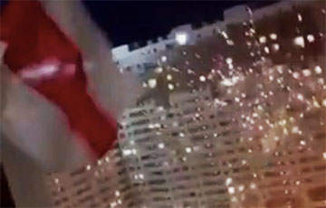 Минчане запустили бело-красно-белый салют в честь Дня Победы