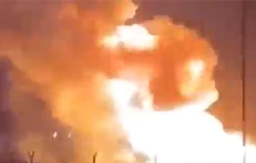 В Кувейте загорелось одно из крупнейших нефтяных месторождений мира