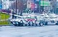 В России возвращавшийся после парада танк врезался в светофор