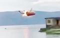 В Китае вертолет вспыхнул в воздухе и упал в озеро