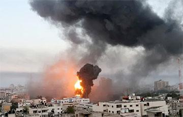 Видеофакт: В секторе Газа в результате авиаудара Израиля рухнуло 13-этажное здание