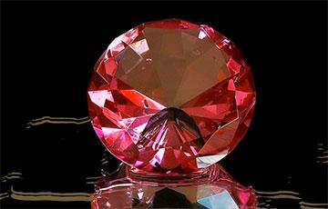 В Гонконге на продажу будет выставлен самый большой пурпурно-розовый бриллиант