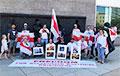 «Слава белорусским героям, которые держат бело-красно-белый флаг свободы»