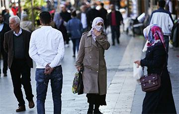 Турция с понедельника ослабит карантинные меры из-за COVID-19