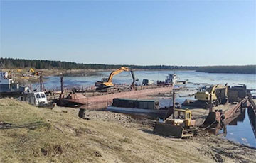 В России тонны нефти попали в реку