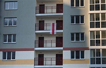 Минские партизаны начали утро с массового вывешивания бело-красно-белых флагов