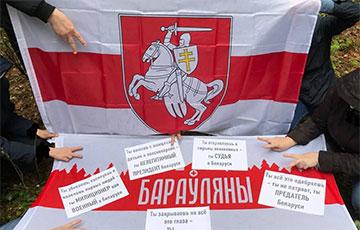 Жители Боровлян вышли на районный марш с национальными флагами0