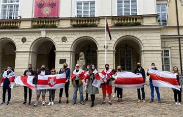 В Беларуси и за рубежом проходят акции солидарности и протеста0