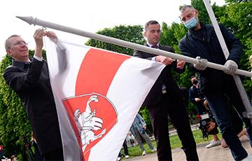 Мэр Риги: Я получил десятки тысяч благодарственных писем за поднятый бело-красно-белый флаг0