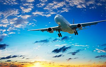Число самолетов, использующих воздушное пространство Беларуси, сократилось почти в два раза