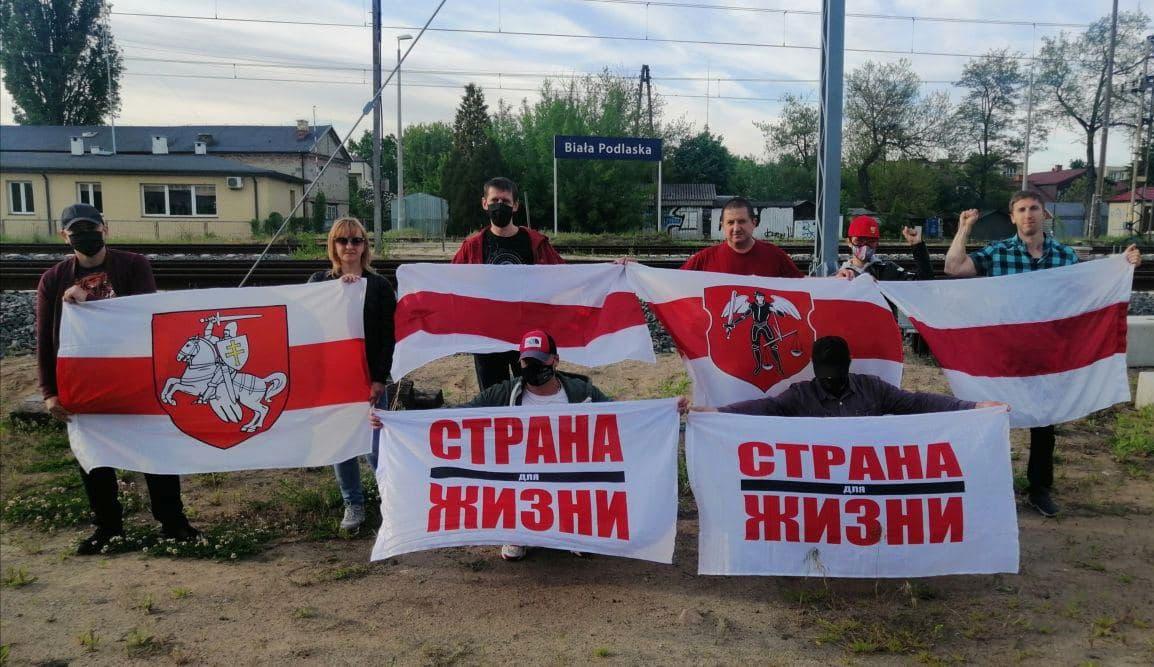 Белорусы вышли на акции протеста2