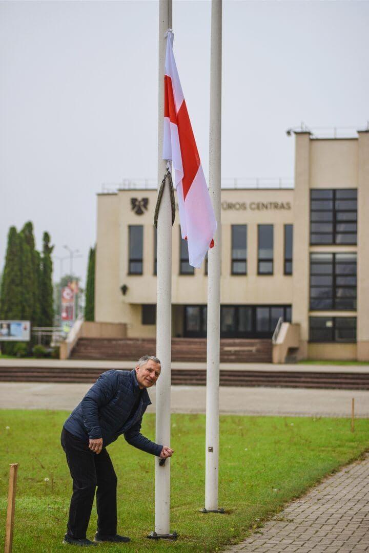 Еще в одном литовском городе подняли национальный флаг Беларуси4