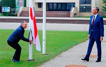 Еще в одном литовском городе подняли национальный флаг Беларуси0