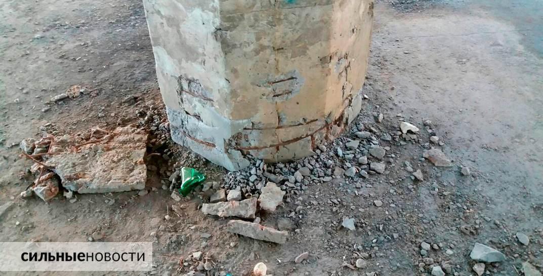 Ржавая арматура, куски бетона на земле, трещины в асфальте: что происходит с мостами в Гомеле3