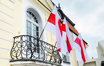 Власти Белостока вывесили в центре города бело-красно-белые флаги