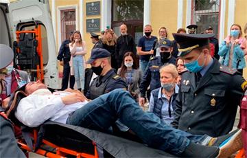 Степан Латыпов перерезал себе горло в зале суда