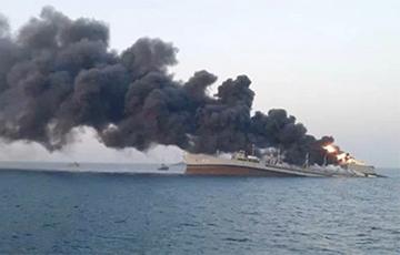 Крупнейший корабль ВМС Ирана затонул после масштабного пожара