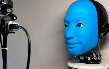 Ученые научили робота «улыбаться в ответ»