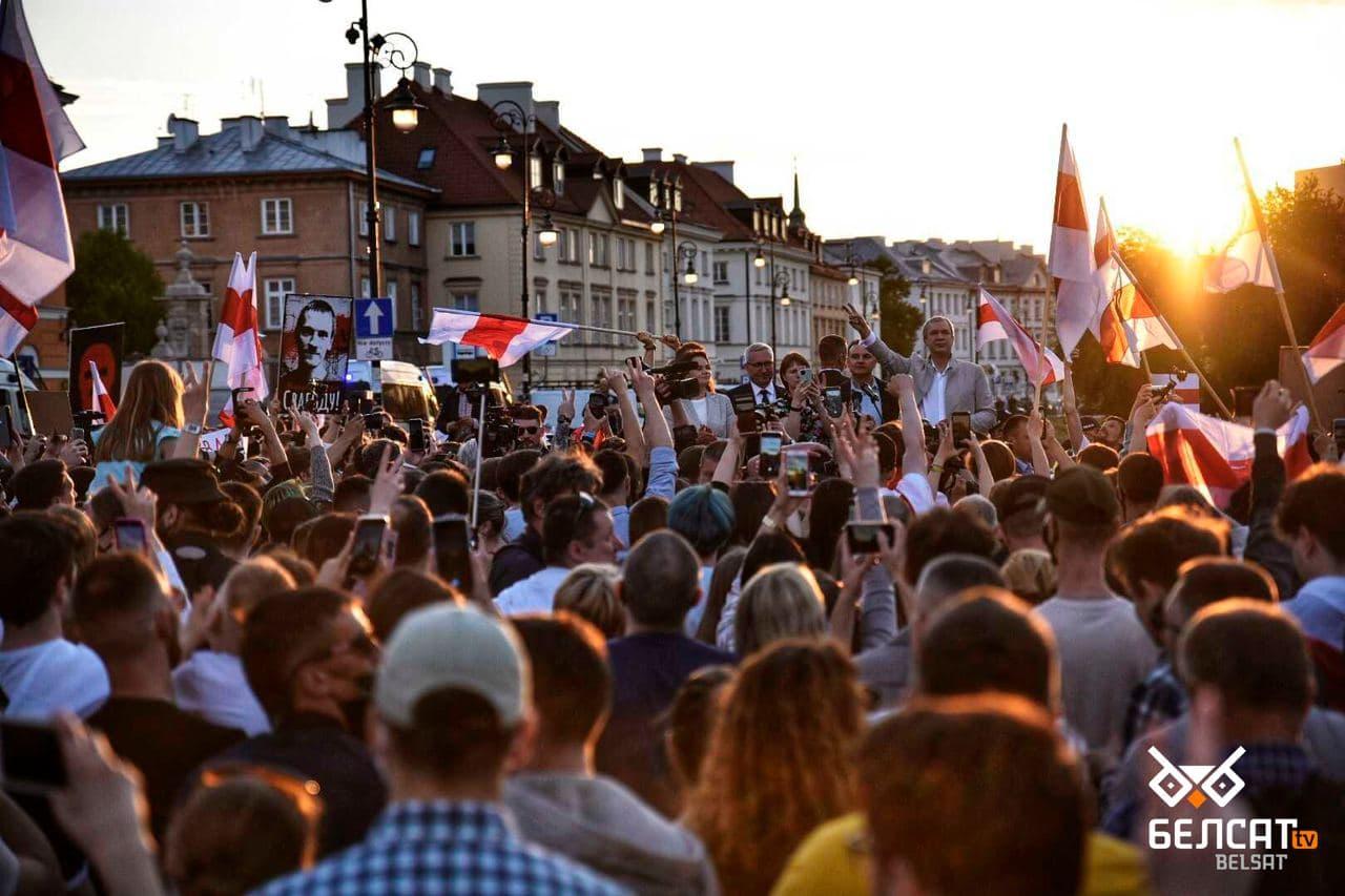 Сотни белорусов собрались в центре Варшавы5