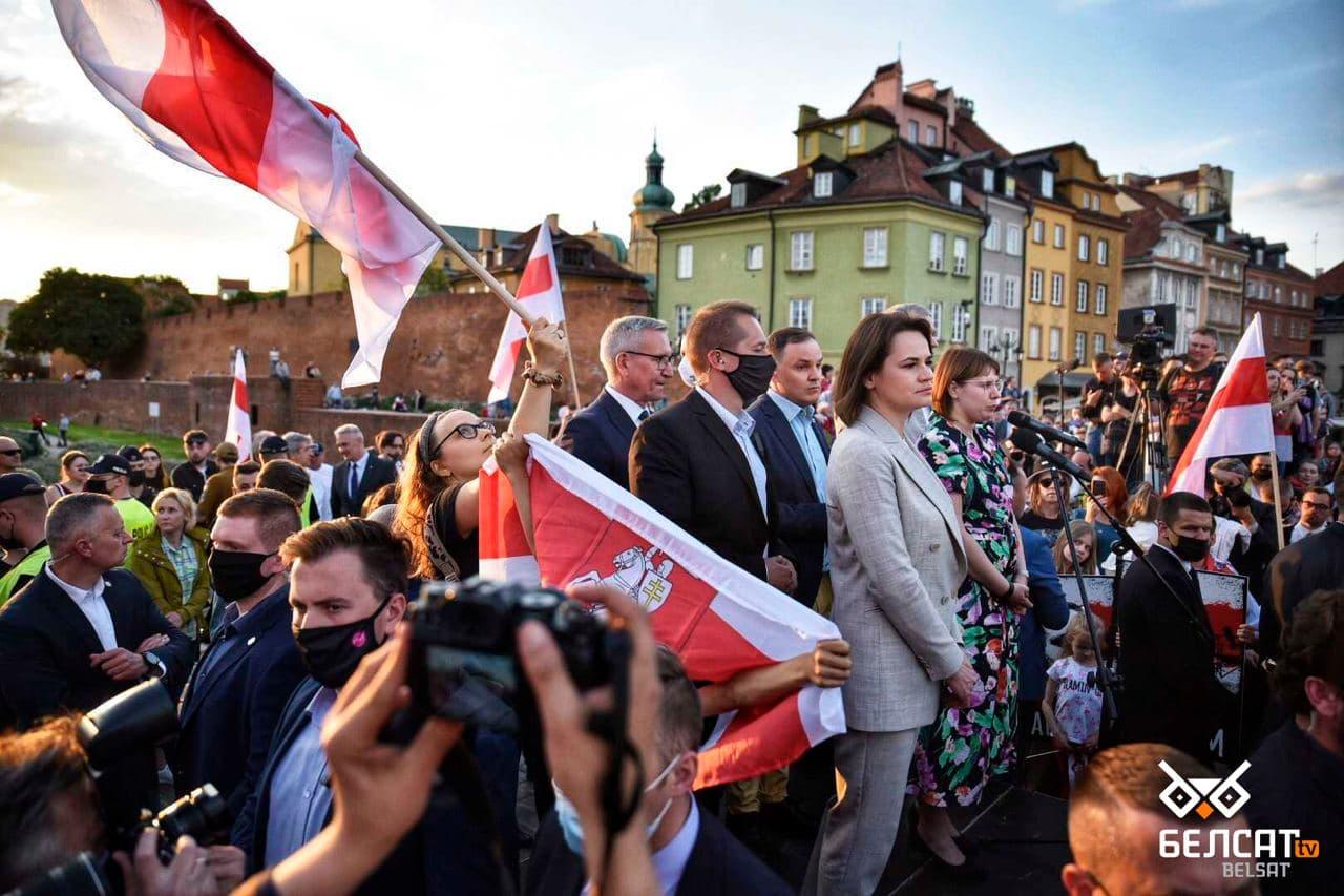 Сотни белорусов собрались в центре Варшавы4