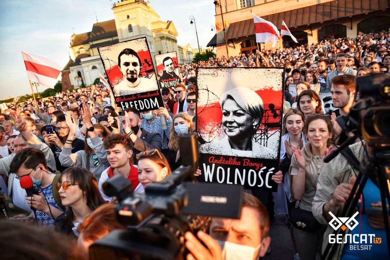 Сотни белорусов собрались в центре Варшавы7
