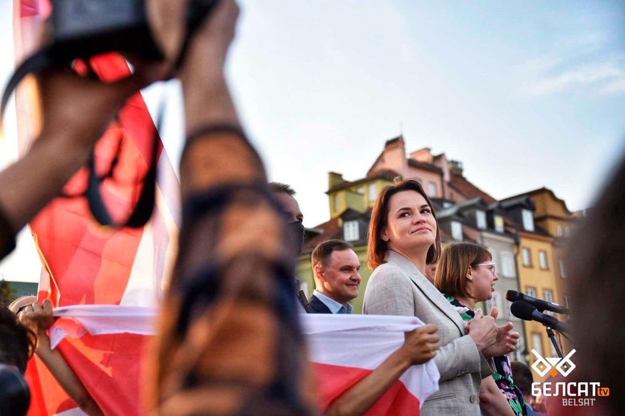 Сотни белорусов собрались в центре Варшавы6