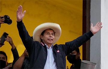 На выборах в Перу оппозиционер побеждает дочь диктатора