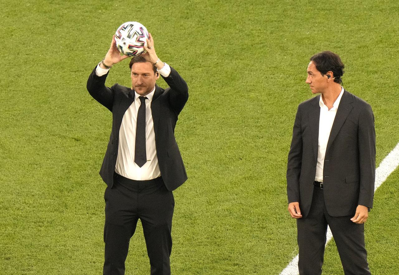 Легендарные Франческо Тотти и Алессандро Неста приняли участие в церемонии открытия чемпионата Европы-20201